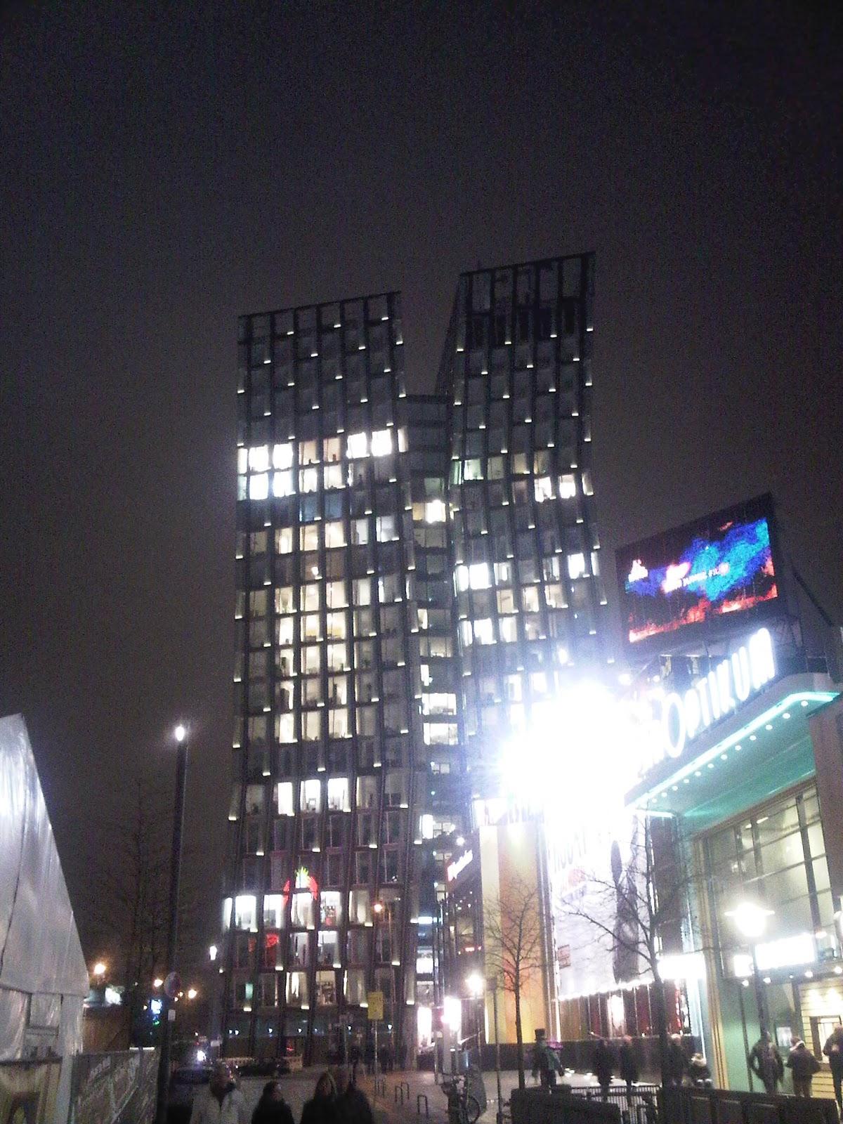 Tanzende Türme bei Nacht - Hamburg - vom Spielbuden Platz aus