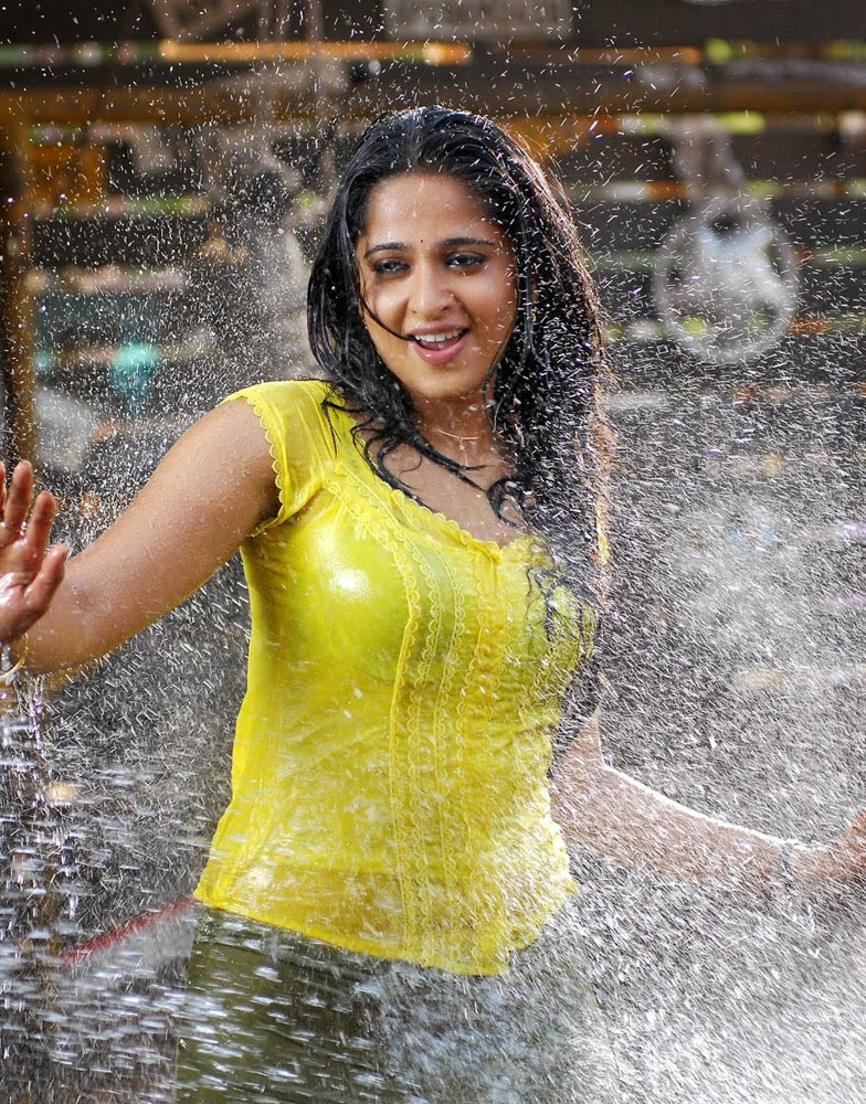 Anushka Wet in Yellow Dress