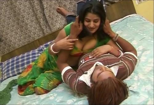 Bhojpuri Hot Video - Sexy Desi Bhabhi in Saree - YouTube