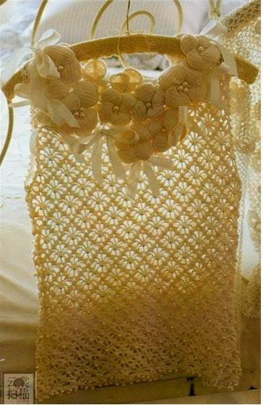 Blusa crochet con escote de flores con cintas
