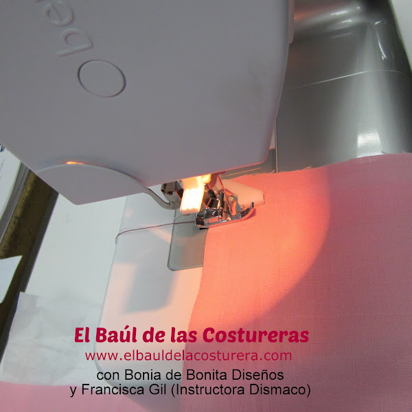 Máquina de coser Bernette Moscow 2 prensatela dobladillo