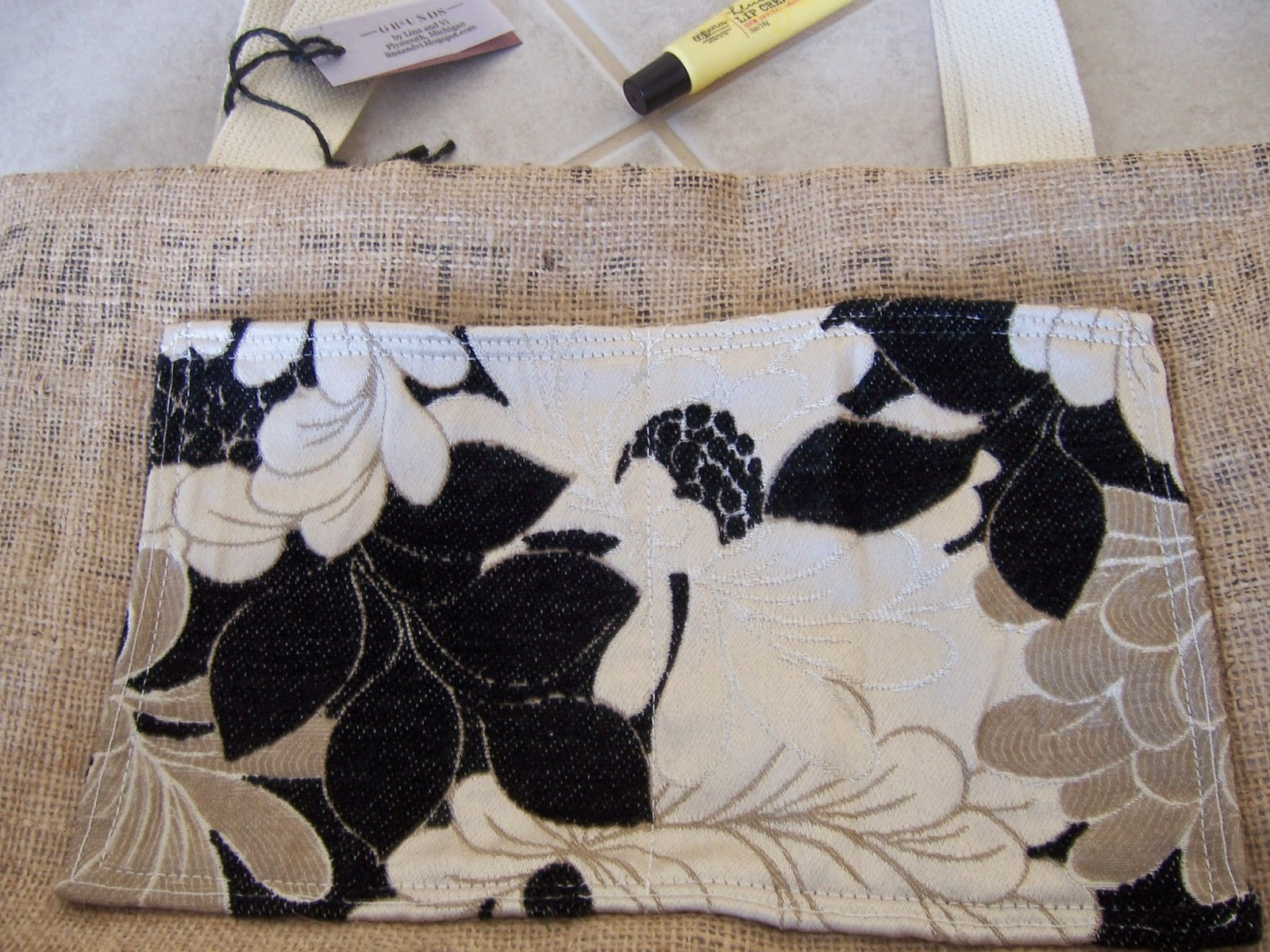 Clean Sound and New burlap tote bag - pocket detail - linaandvi.blogspot.com