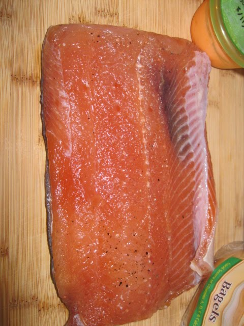 LOX! That's right, it's finally ready! After 72 hours in our fridge, our GORGEOUS flank of home-cured salmon was ready to come out and fill our bellies full ...