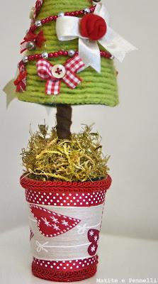 albero natalizio in feltro e nastri