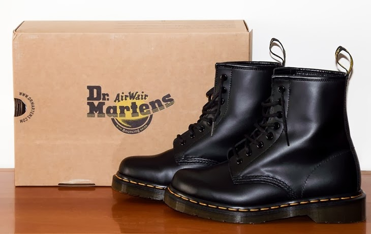 how to wear dr martens drmartens 1460 camden town london uk black evergreen boots must have vintage