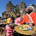 Festival Makan Sepuasnya Ini Untuk Monyet