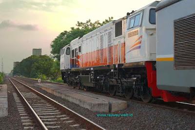 gambar lokomotif CC206 15 05 dinas KA bima