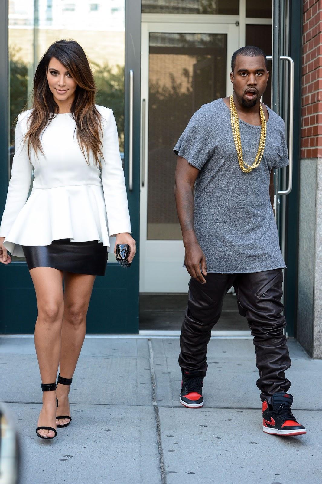 http://1.bp.blogspot.com/-6DY1EKAjvQU/UESoB9cLTOI/AAAAAAAATLI/1TpJiuzxMeA/s1600/Kim+Kardashian+-+Leaving+an+apartment+building+in+NYC.jpg