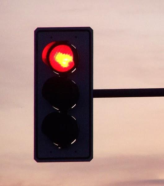 sygnalizator wyświetlający czerwone światło