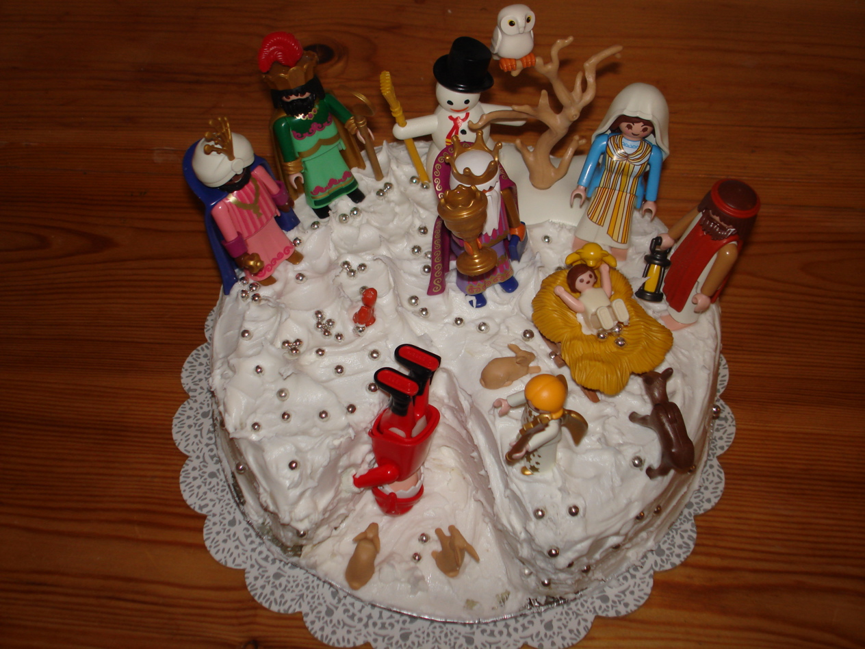 How Can We Decorate Cake At Home : How not to decorate a Christmas cake And It Feels Like Home