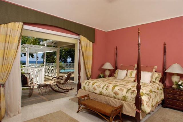 Photo of second bedroom with king sized bed and the terrace