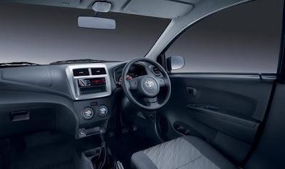 Toyota Agya sudah mengusung audio 2 DIN yang bisa memutar CD/MP3/USB dan aux