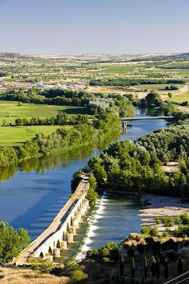 Puente romano en Toro, Zamora provincia de Castilla y León, España. - Arquitectura