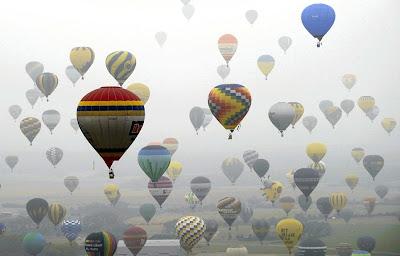 408 Belon Udara Panas Pecah Rekod Dunia