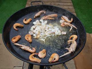 frying 2 fideua www.paellafromvalencia.com