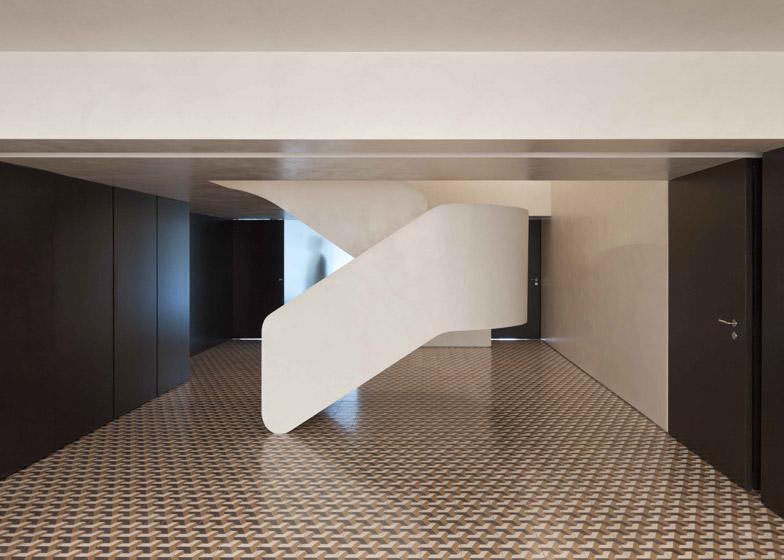 Appartamento con scala centrale a braga by correia ragazzi - Isolare parete interna a nord ...