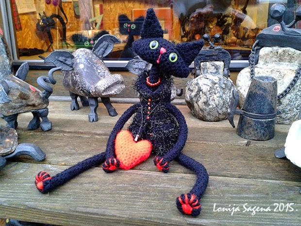 tamborēts kaķis,melns kaķis