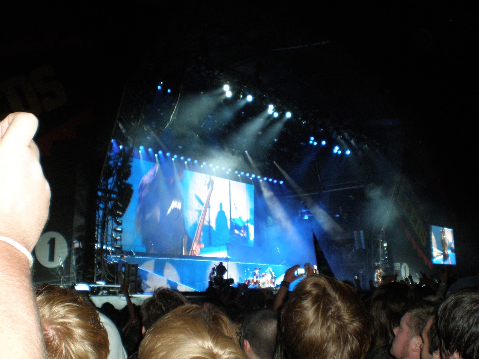 Leeds festival, download, glastonbury, sonisphere, donnington, castle, farm, metal, heavy, metallica, meet and greet, james hetfield, rob t, lars ulrich, kirk hammet, sonisphere, autograph, signed, meeting, heavy metal, festival, gig, knebworth, rail