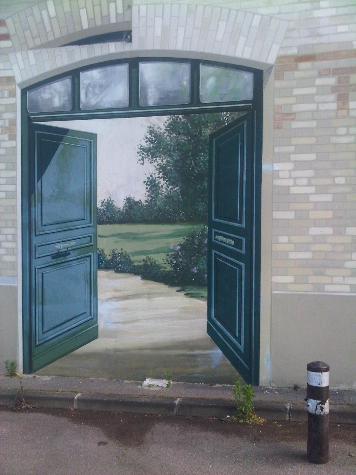 The painted door opens onto an imaginary park as if a hidden world was inside the building. : door paintings - Pezcame.Com
