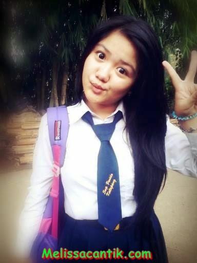 Photo HoT Siswi SMP Cantik Body Bahenol  Kimcil Muda 2014