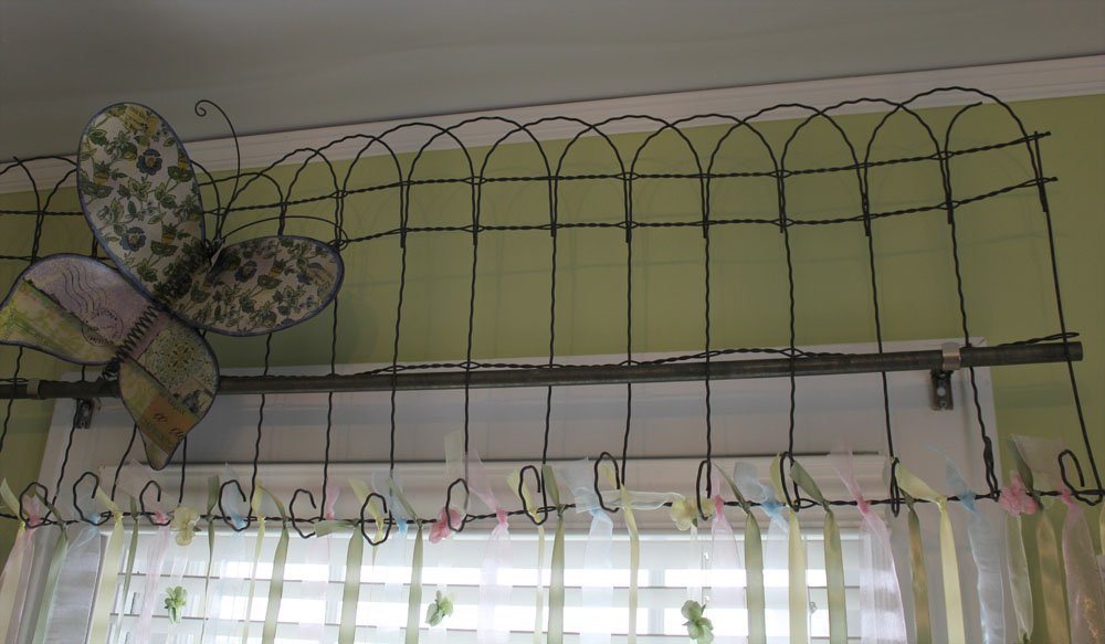 Awesome Old Garden Gates As Headboards And Garden Edging Fence As A Valance (below)
