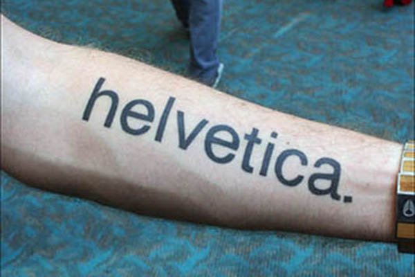 helvetica tatuaje