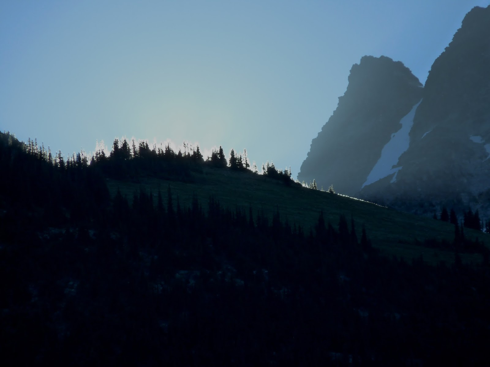 rogers_pass_summit_sunrise