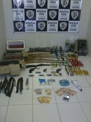 Operação da Polícia Militar e Civil aprende grande quantidade de arma e munição em Tutóia.