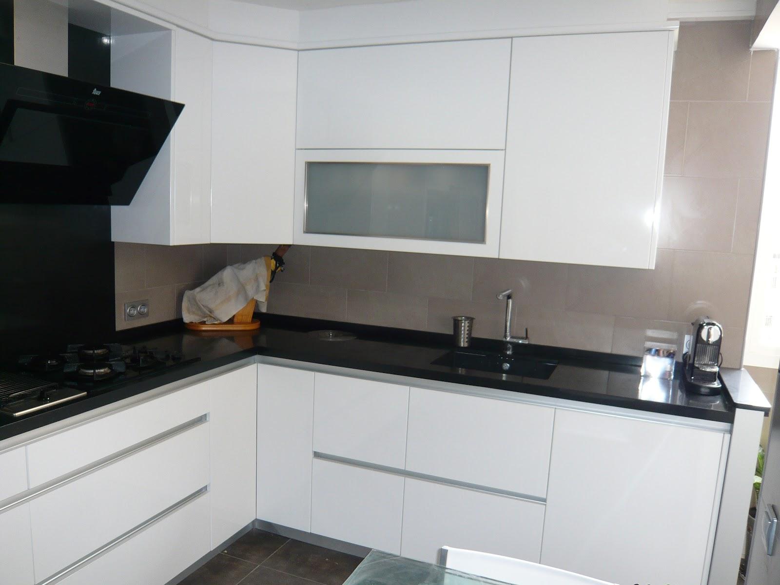 Reuscuina muebles de cocina blanco brillo sin tiradores - Azulejos cocina blanco brillo ...