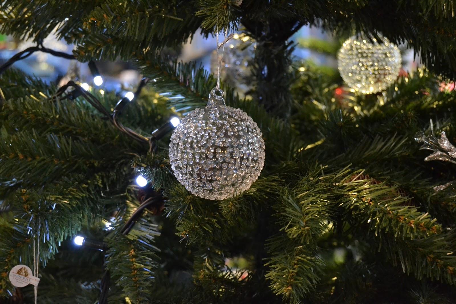 El deseo de papa noel como adornar el rbol de navidad - Arbol de navidad elegante ...