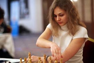 Ronde 7 - la Slovène Anna Muzychuk gagne avec les Blancs face à la Française Marie Sebag (2512) au championnat d'europe féminin d'échecs © site officiel