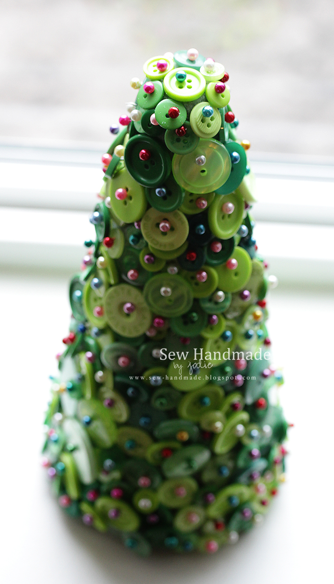 button craft holiday tree