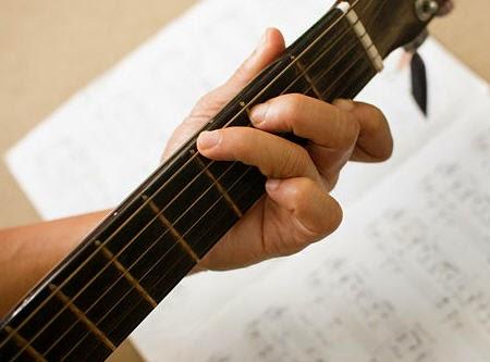 Tips cara cepat belajar main gitar untuk pemula