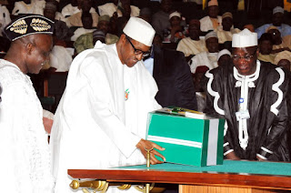 BREAKING: Buhari presents 2019 budget to National Assembly next week