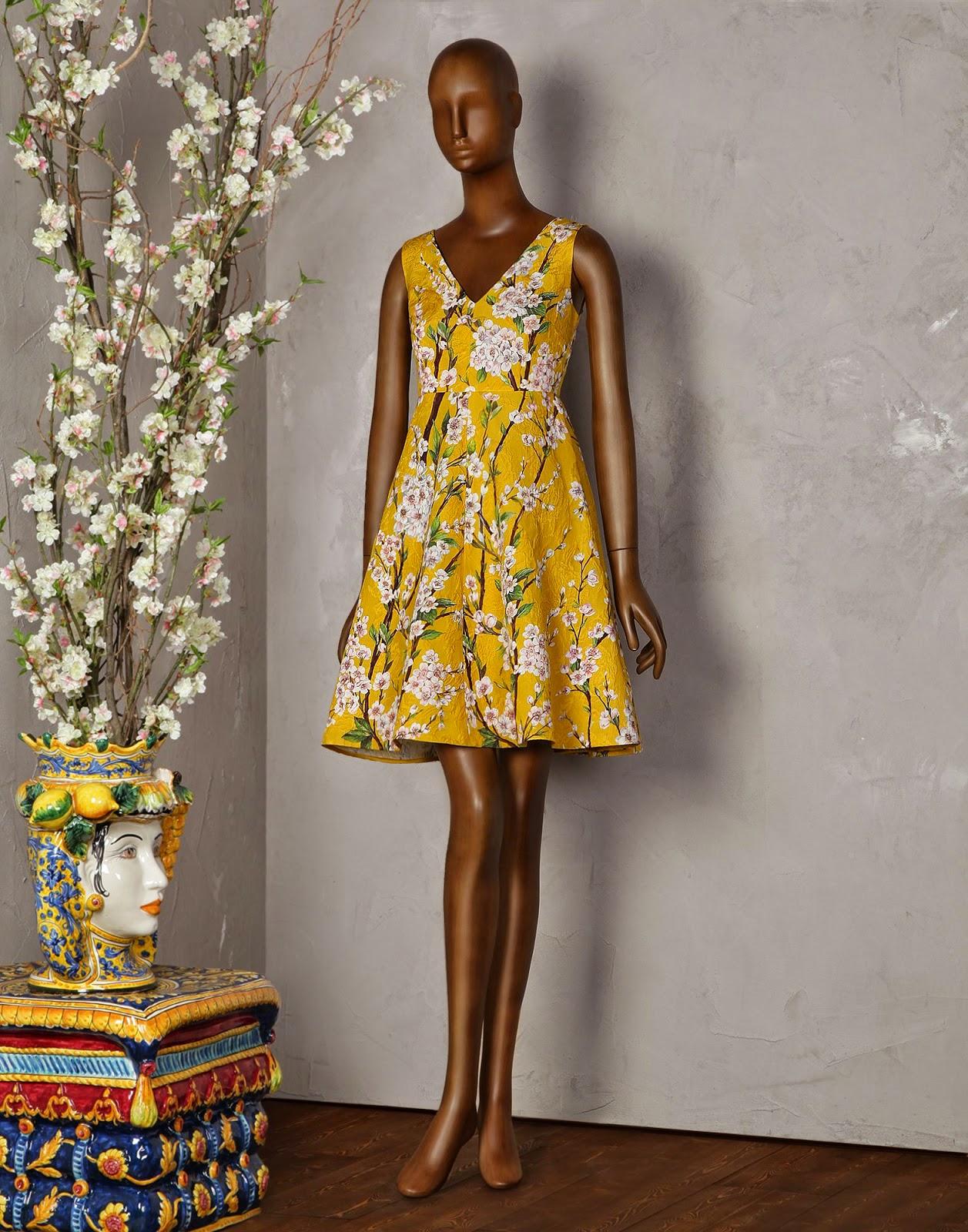 http://store.dolcegabbana.com/it/dolce-gabbana/vestiti-corti_cod34417460hi.html