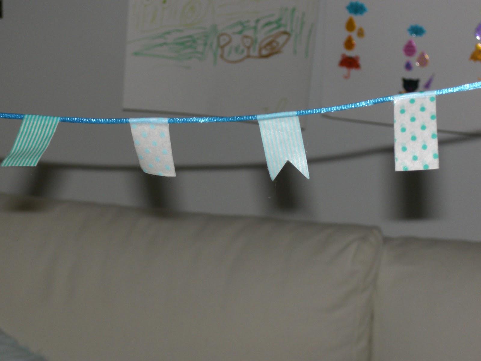 gabulle in wonderland diy mini guirlande de fanions avec du masking tape. Black Bedroom Furniture Sets. Home Design Ideas