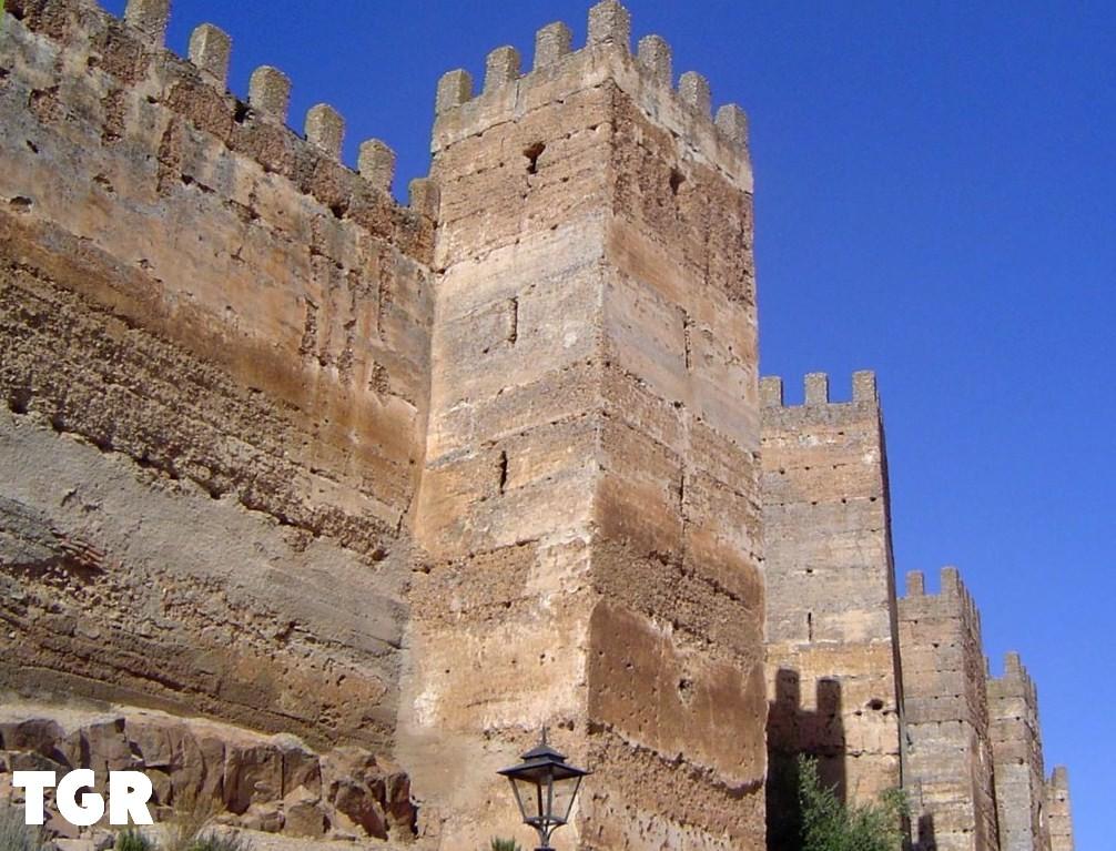 Rutas escapadas y otras cosas interesantes castillo de burgalimar ba os de la encina - Castillo de banos de la encina ...