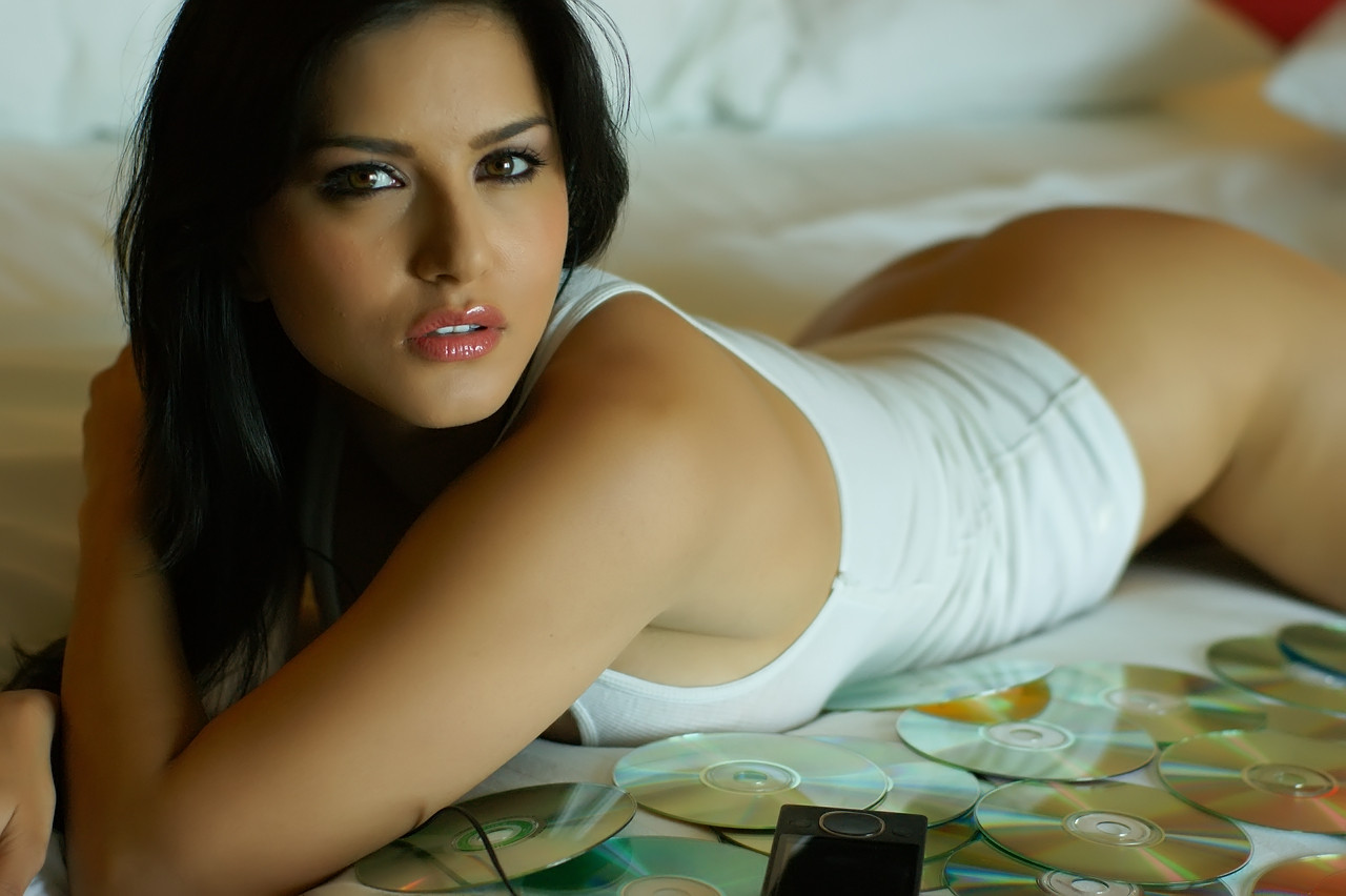 Bollywood Actresses Sunny Leone - Celebrities Pictures