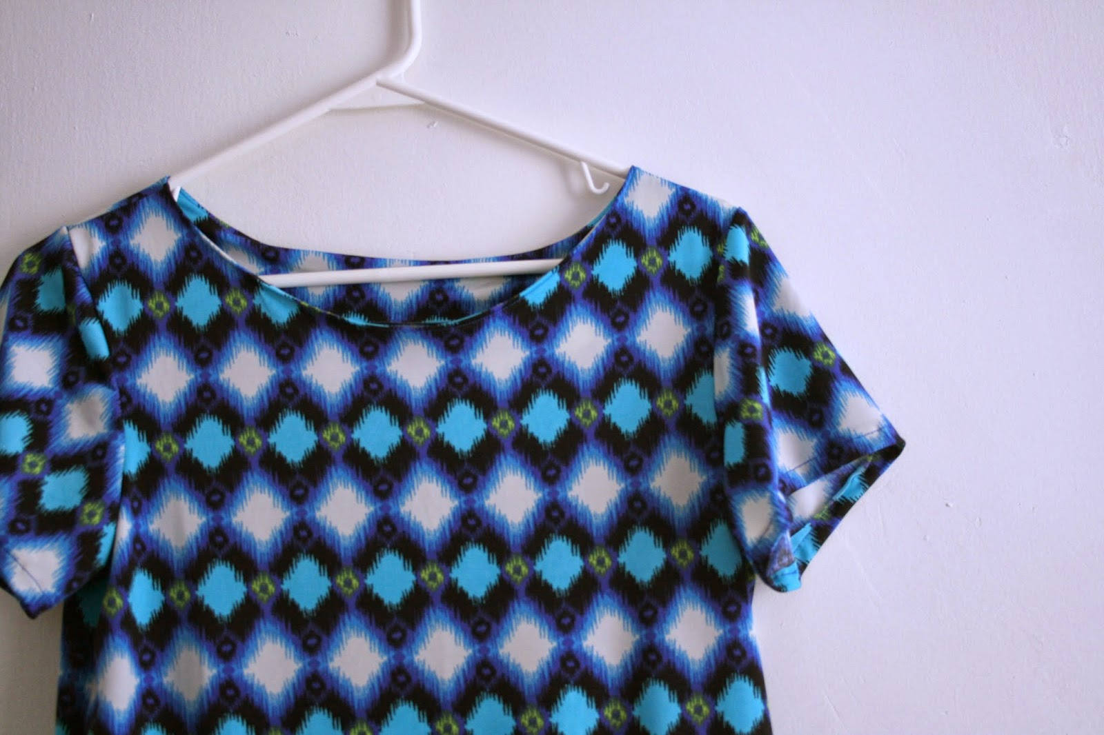 Tangible Pursuits: Sewing for Myself: Boatneck Top