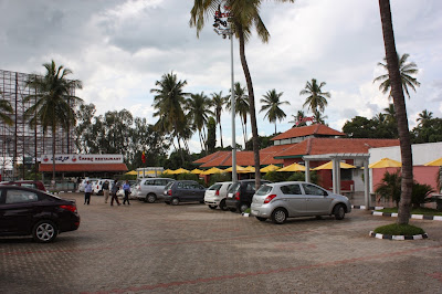 Empire restaurant at Maddur along Bangalore - Mysore Road is located besides Adiga's restaurant