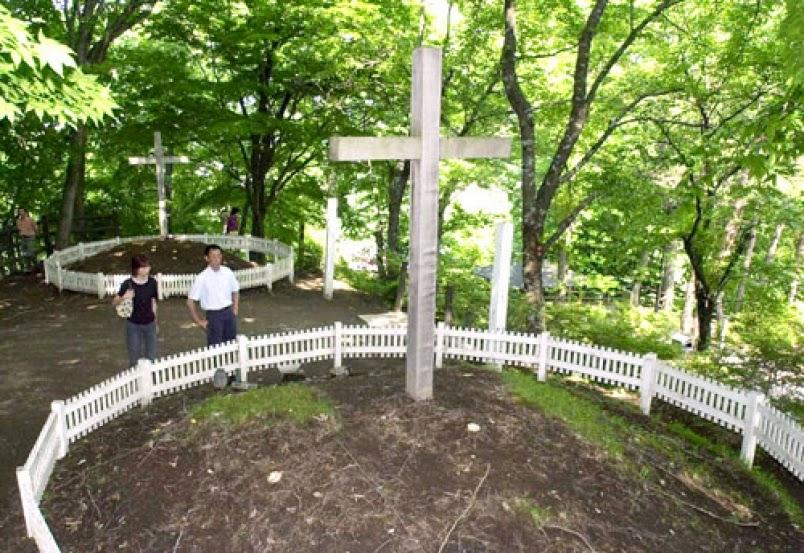 tumba de jesus y su hermano en japon