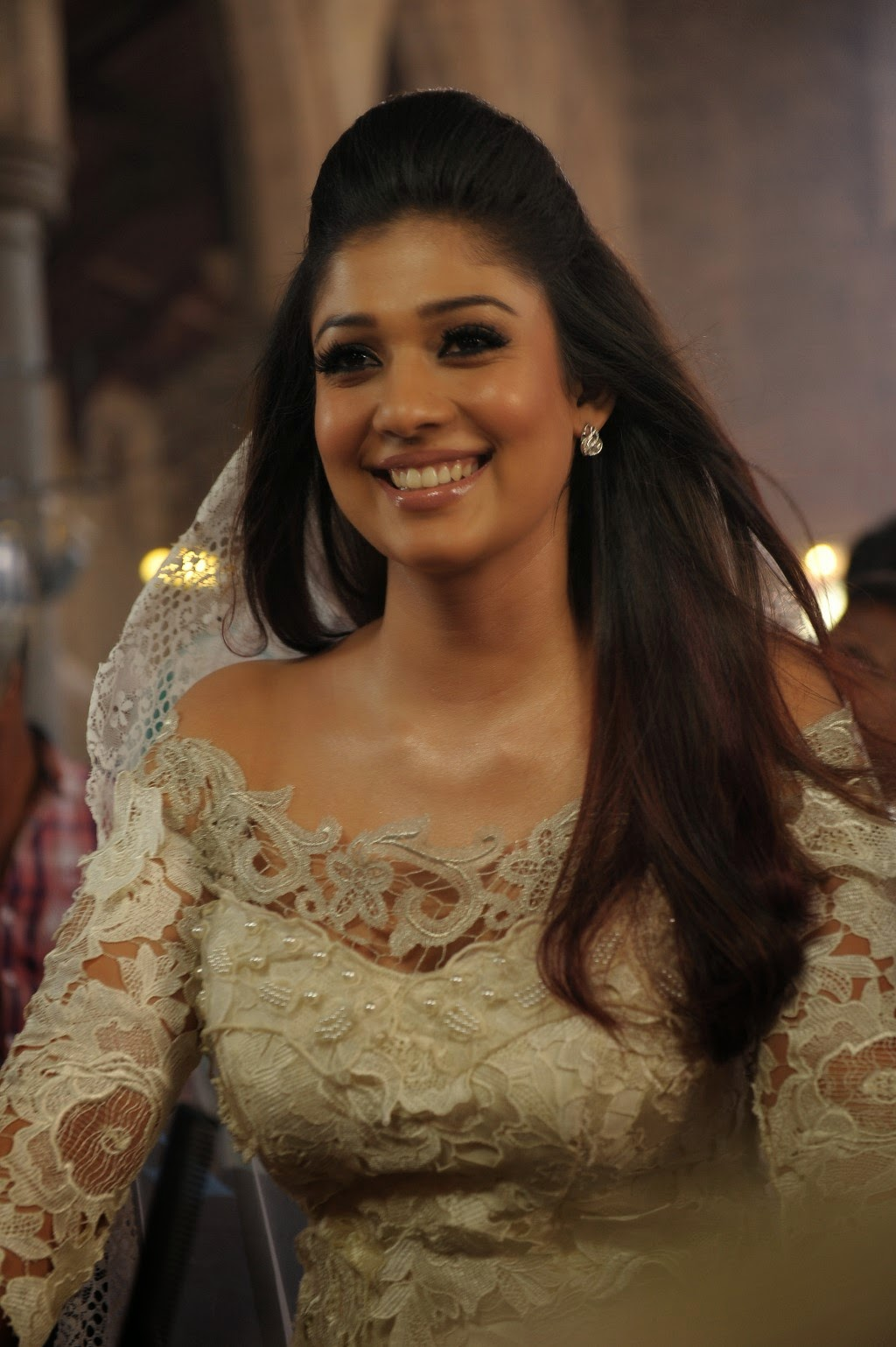 Nayanthara Glamorous Photos From Raja Rani Hd Latest