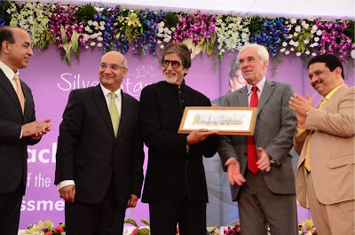 Amitabh Bachchan inaugurates Mobile Diabetes Detection Van