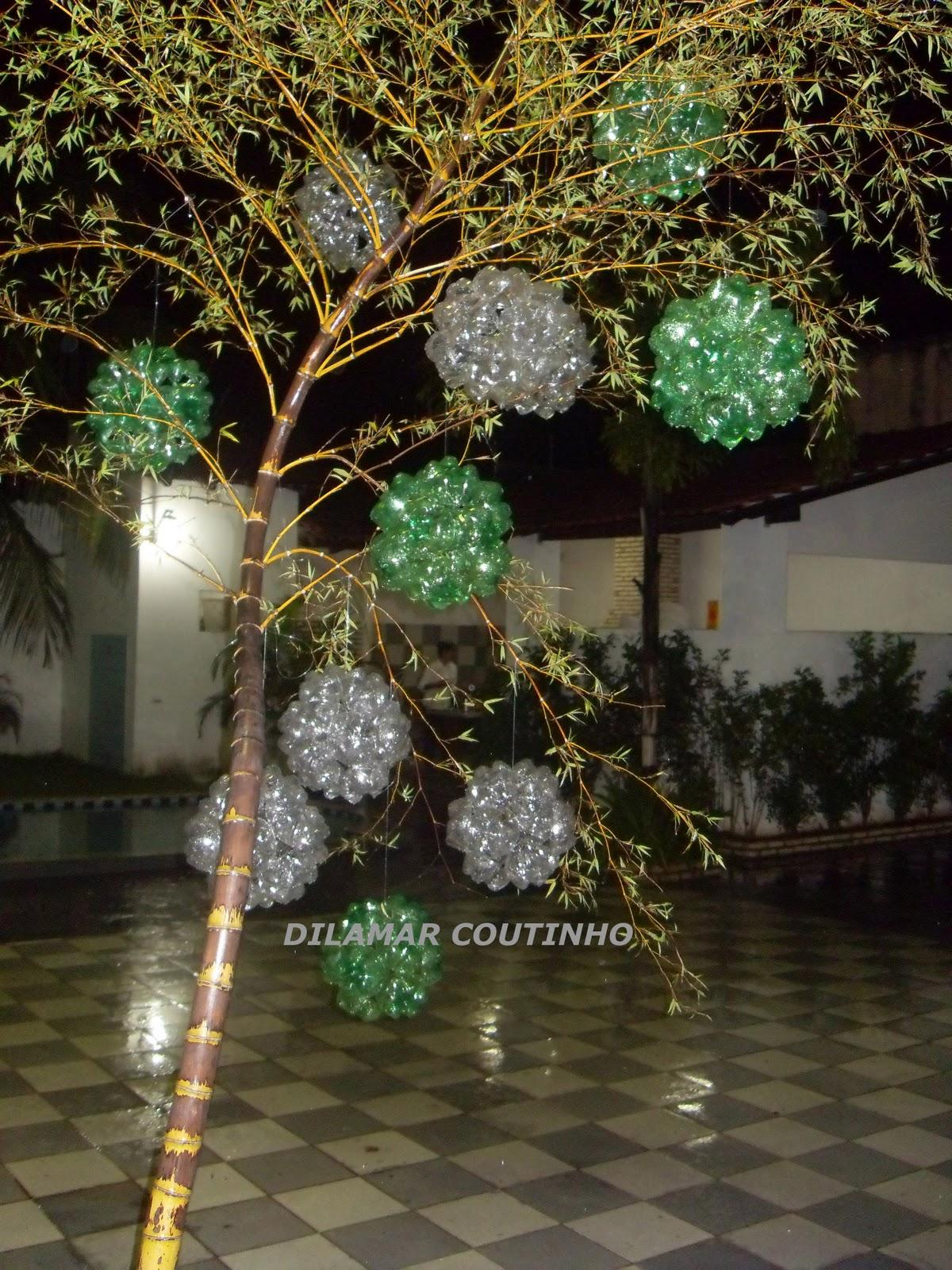 decoracao festa natalina : decoracao festa natalina: foram pendurados nos lustres, em festa de confraternização natalina