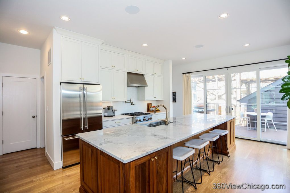 Just SOLD! Lincoln Square contemporary house $965,000!