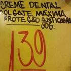 mais placas estranhas da internet, Crendiospai, creme dental anti caspa, máxima protecao