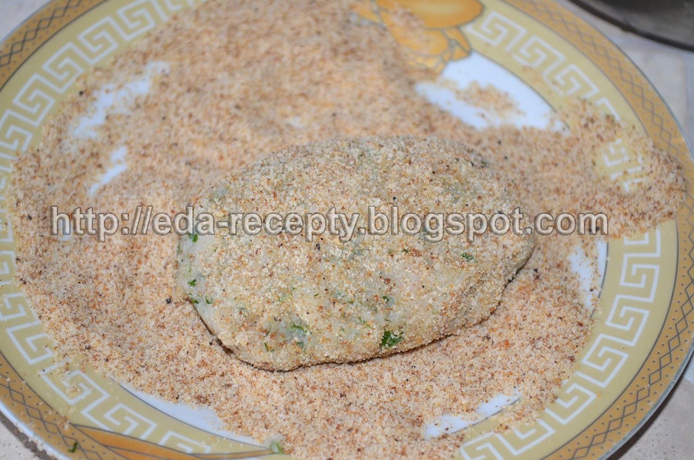 Рыбные котлеты из хека: котлеты обвалять в сухарях