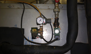 Подача воздуха и воды на форсунки увлажнителя