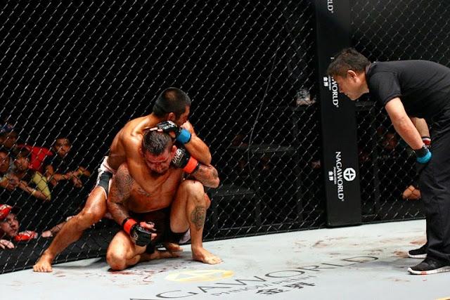 Eric Kelly rear naked choke Rob Lisita in ONE FC 18 War of Dragons taiwan 2014