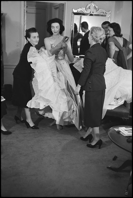 gown-shopping-for-a-metropolitan-opera-gala-1951